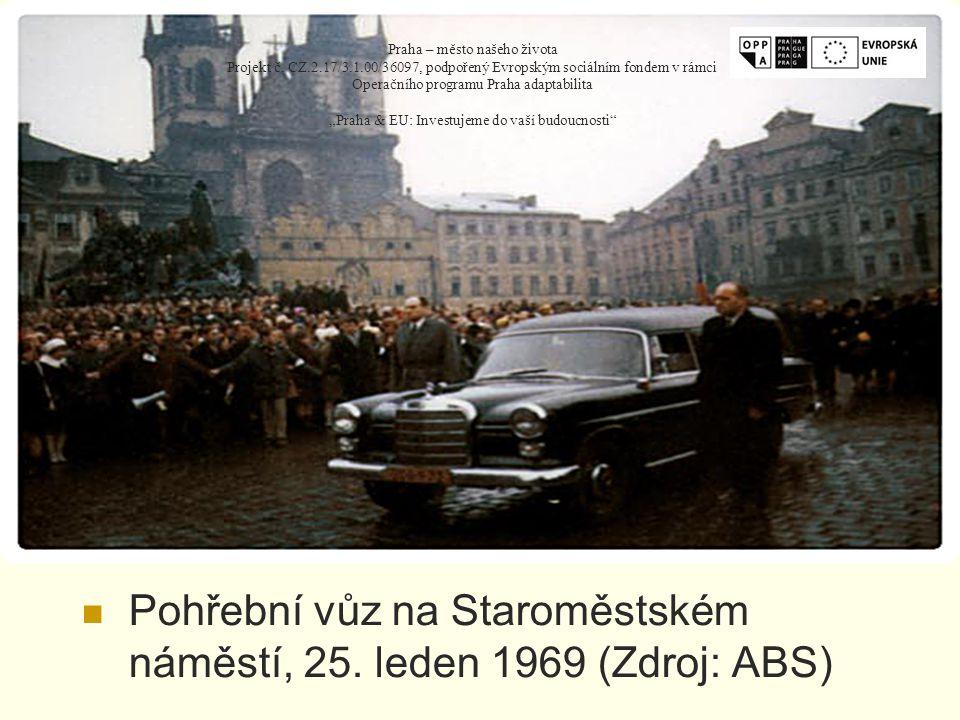 Pohřební vůz na Staroměstském náměstí, 25.
