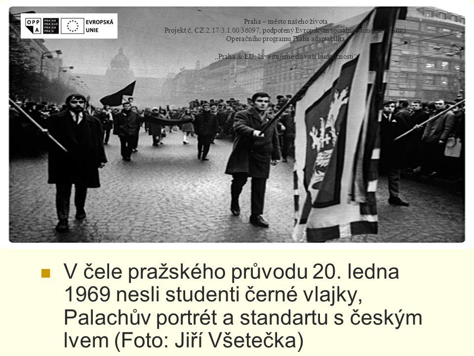 V čele pražského průvodu 20.