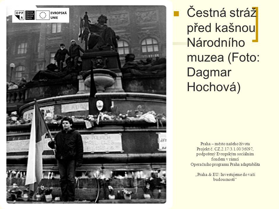 Čestná stráž před kašnou Národního muzea (Foto: Dagmar Hochová) Praha – město našeho života Projekt č.
