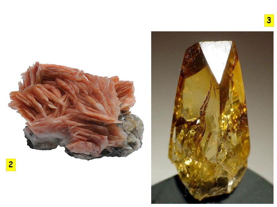 nejčastěji tvoří bezbarvé nebo bílé krystaly zbarvení díky uzavřenin šedé, žluté, hnědé… mírně rozpustný v horké vodě, dobře rozpustný v kyselině chlorovodíkové selenit - štěpné agregáty mariánské sklo – čirý sádrovec alabastr – jemnozrnný, čistě bílý pouštní růže – růžicový agregát v pouštích S ÁDROVEC C A (S O 4 ).2H 2 O KRYSTALOVÁ SOUSTAVA: jednoklonná ŠTĚPNOST: dokonalá TVRDOST: 2 LOM: lasturnatý, vláknitý HUSTOTA: 2,3 až 2,4 VRYP: bílý BARVA: bezbarvý, různá zbarvení LESK: skelný, perleťový