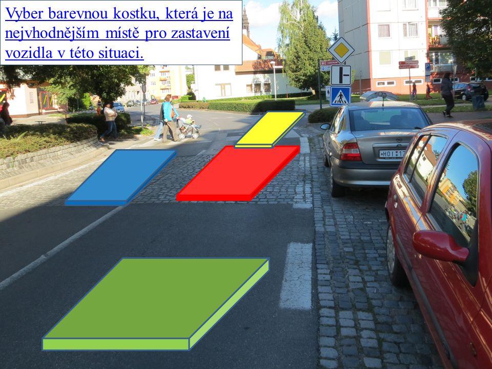 Vyber barevnou kostku, která je na nejvhodnějším místě pro zastavení vozidla v této situaci.