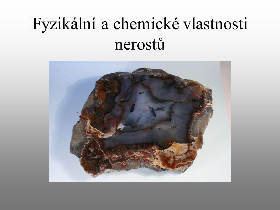 Lesk vzniká odrazem světla od povrchu nerostu slída pyrit azbest kovový (pyrit, galenit) skelný (křemen, živec) perleťový (slída) hedvábný (azbest) křemen (křišťál)