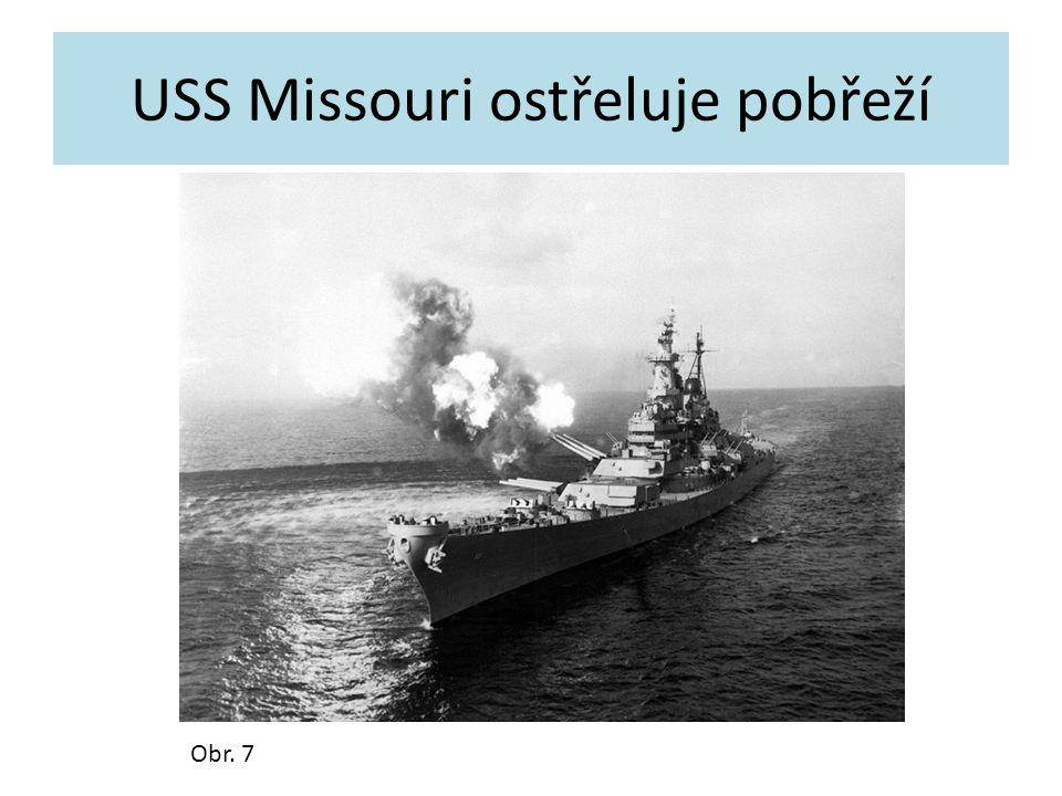 USS Missouri ostřeluje pobřeží Obr. 7