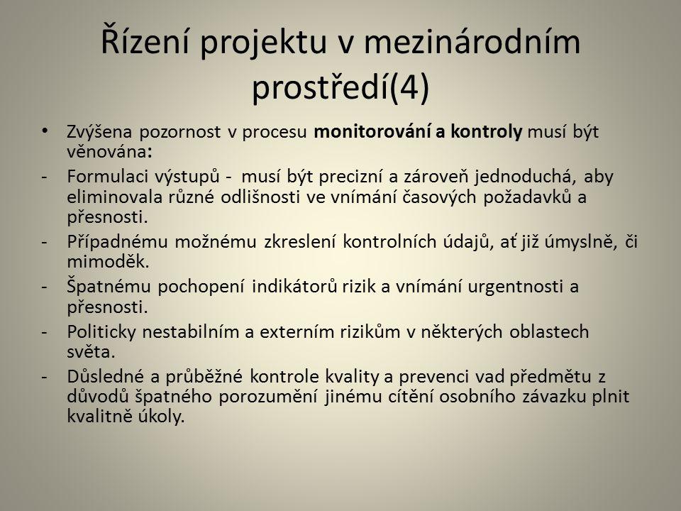 Řízení projektu v mezinárodním prostředí(4) Zvýšena pozornost v procesu monitorování a kontroly musí být věnována: -Formulaci výstupů - musí být preci