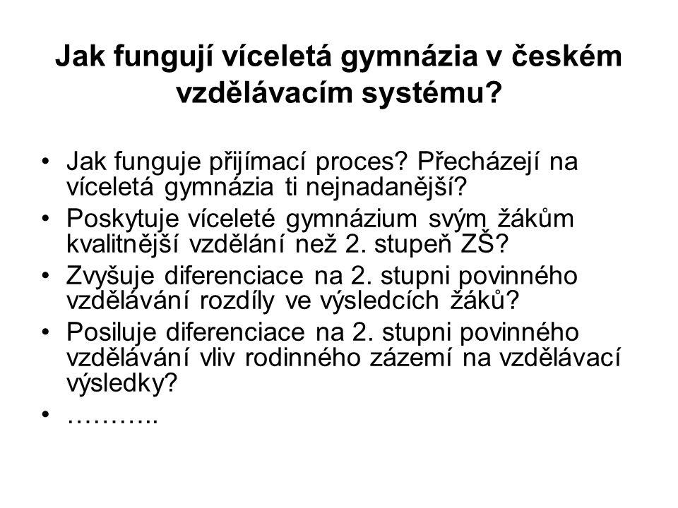 Jak fungují víceletá gymnázia v českém vzdělávacím systému? Jak funguje přijímací proces? Přecházejí na víceletá gymnázia ti nejnadanější? Poskytuje v