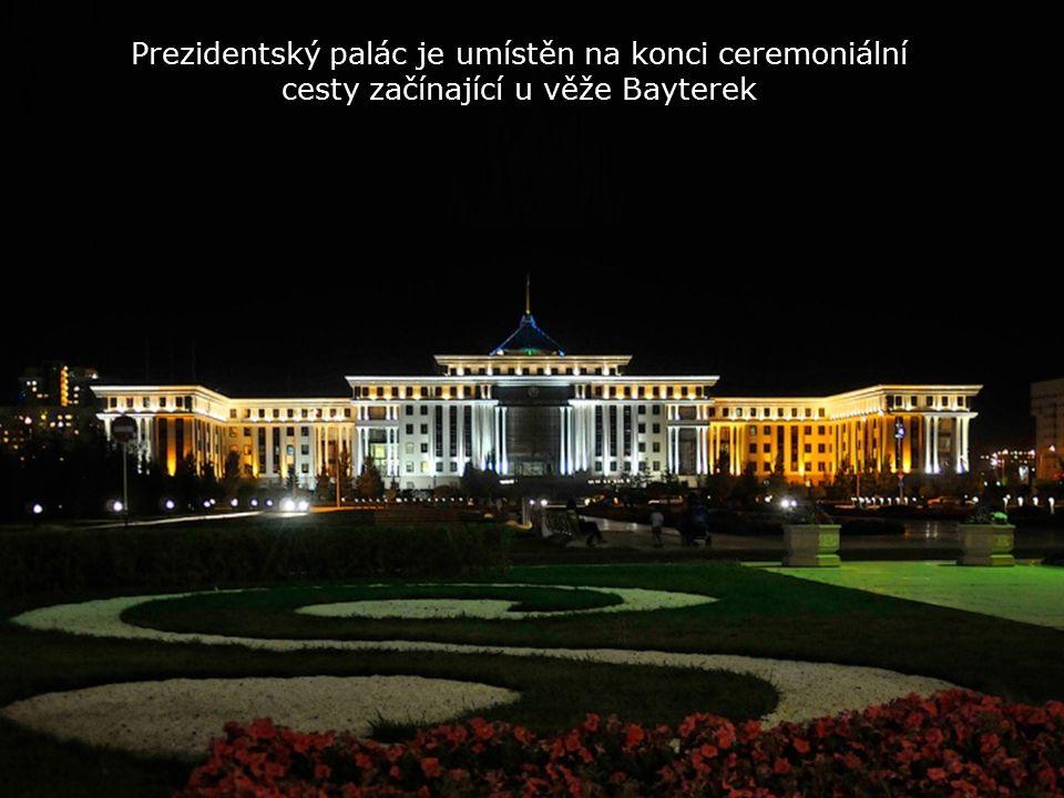Také DVOJČATA v pozadí prezidentský palác