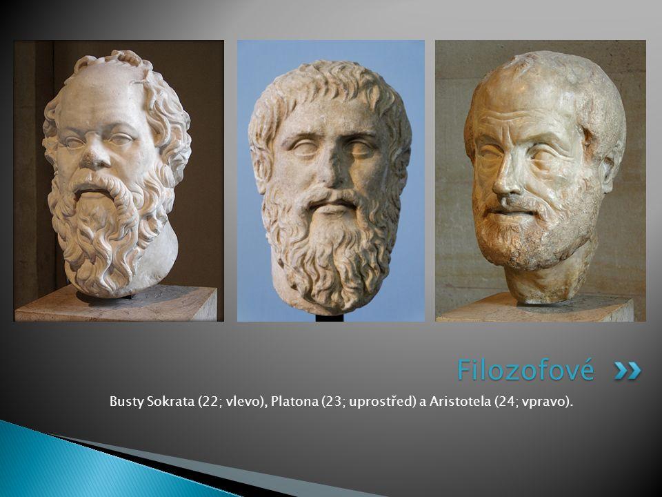 Busty Sokrata (22; vlevo), Platona (23; uprostřed) a Aristotela (24; vpravo). Filozofové