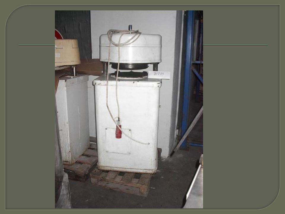 Tento stroj slouží k plnění a dávkování cukrářských hmot od lehkých šlehaných hmot až po hutnější třené hmoty  Dávkovací stroj dávkuje na principu pístového systému  Co vše může tento stroj dávkovat.
