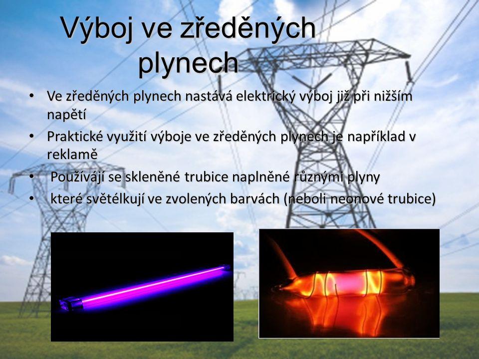 Výboj ve zředěných plynech Ve zředěných plynech nastává elektrický výboj již při nižším napětí Ve zředěných plynech nastává elektrický výboj již při n