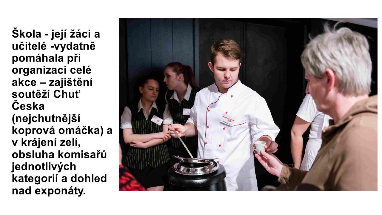 Škola - její žáci a učitelé -vydatně pomáhala při organizaci celé akce – zajištění soutěží Chuť Česka (nejchutnější koprová omáčka) a v krájení zelí, obsluha komisařů jednotlivých kategorií a dohled nad exponáty.