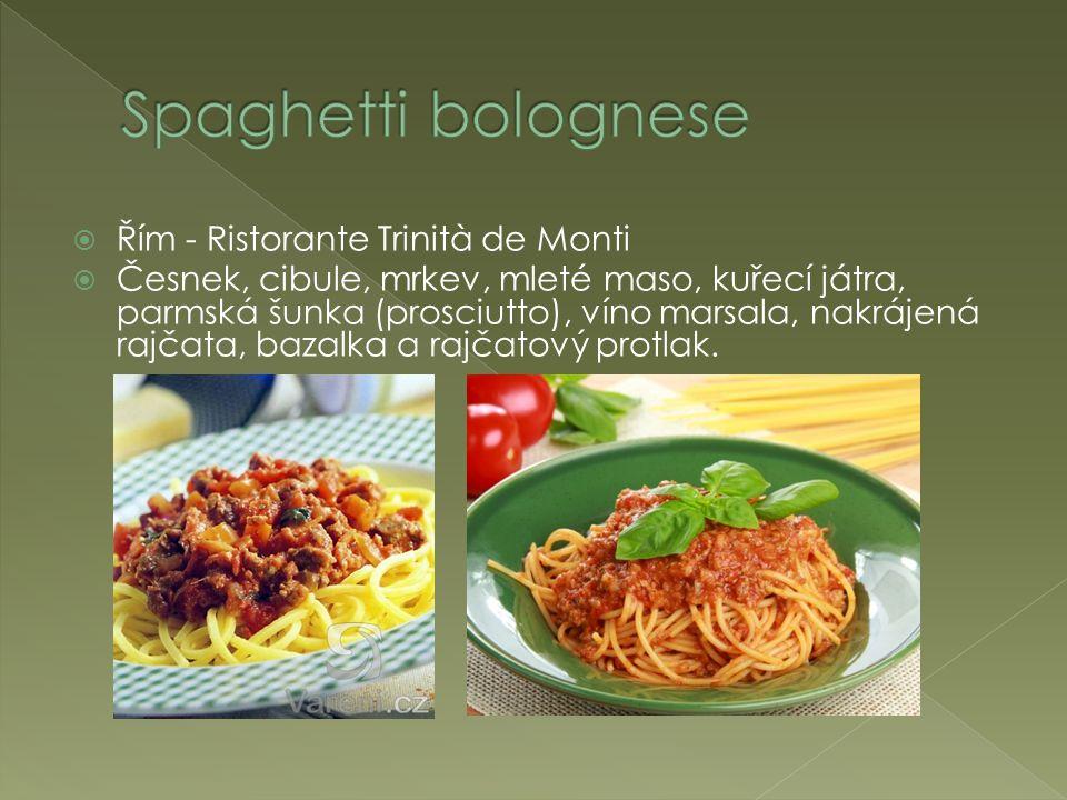  Řím - Ristorante Trinità de Monti  Česnek, cibule, mrkev, mleté maso, kuřecí játra, parmská šunka (prosciutto), víno marsala, nakrájená rajčata, bazalka a rajčatový protlak.