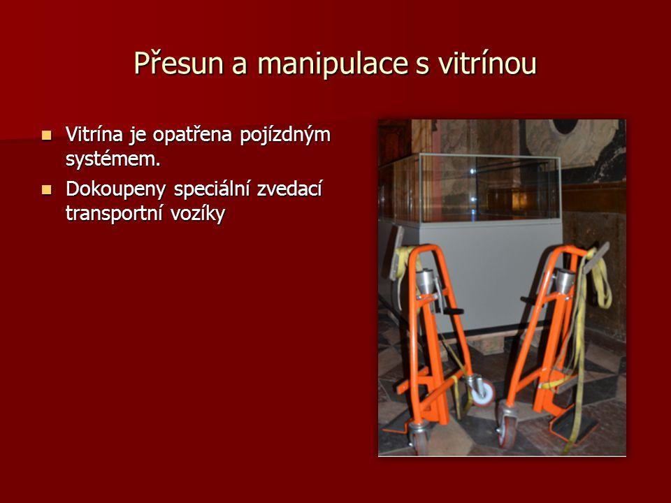 Přesun a manipulace s vitrínou Vitrína je opatřena pojízdným systémem. Vitrína je opatřena pojízdným systémem. Dokoupeny speciální zvedací transportní