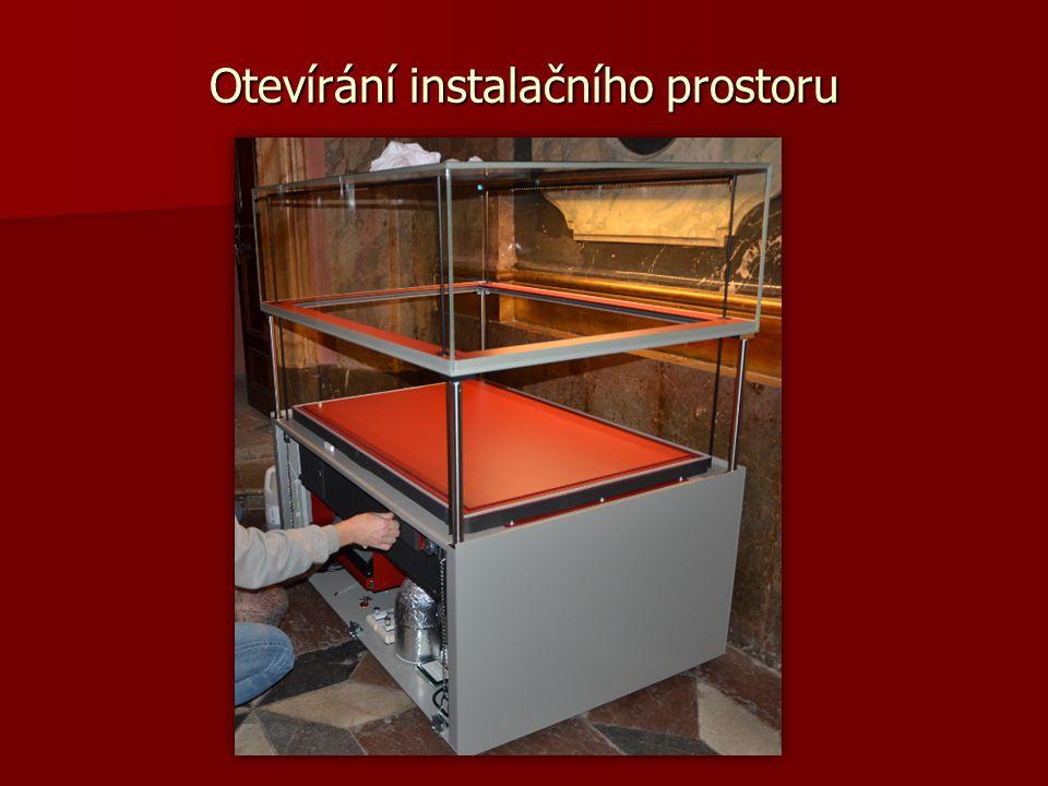 Vnitřní osvětlení vitrín by mělo být regulovatelné, směrovatelné a nezvyšující vnitřní teplotu.