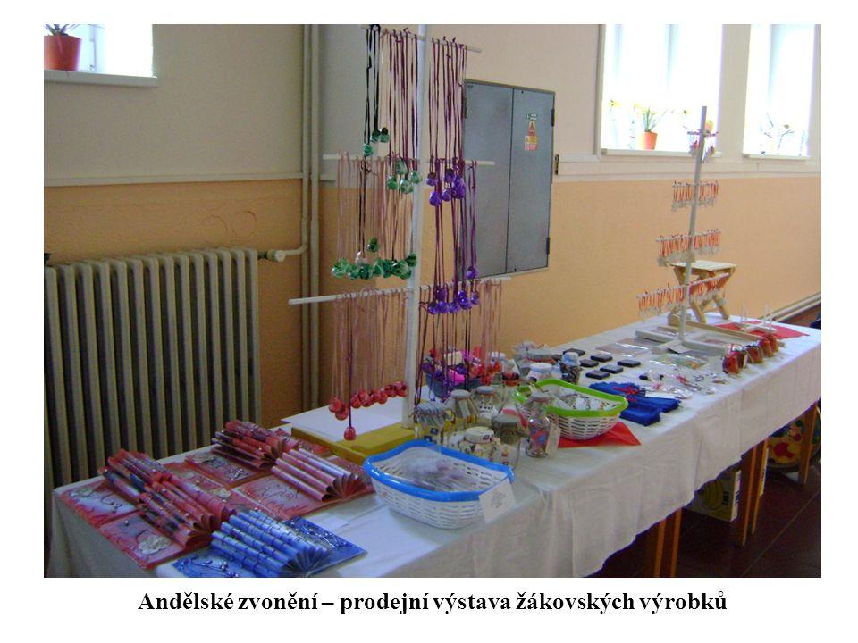 . Andělské zvonění – prodejní výstava žákovských výrobků