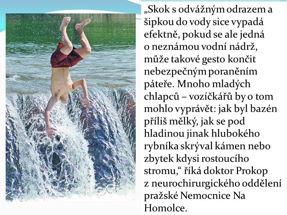 """""""Skok s odvážným odrazem a šipkou do vody sice vypadá efektně, pokud se ale jedná o neznámou vodní nádrž, může takové gesto končit nebezpečným poraněním páteře."""