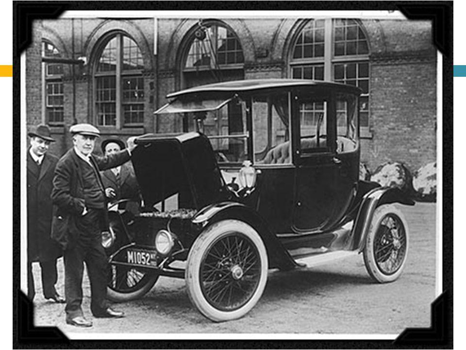 START AUTOMOBILISMU  Z dnešního pohledu je klíčový okamžik, kdy se automobily začaly rozšiřovat mezi širší vrstvy obyvatel,  V tomto ohledu je klíčový příspěvek Henryho Forda,  Tento muž dokázal v praxi využít to, čemu se říká ÚSPORY Z ROZSAHU  Přelom 19.