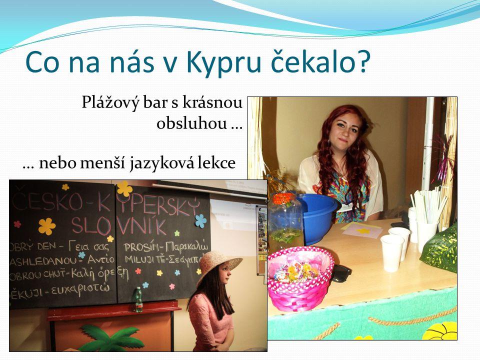 Co na nás v Kypru čekalo? Plážový bar s krásnou obsluhou … … nebo menší jazyková lekce