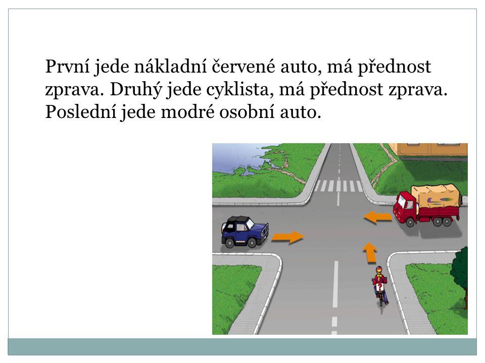 První jede nákladní auto, je na hlavní silnici a jede rovně (přednost protijedoucích vozidel při odbočování vlevo). Druhý jede cyklista, je na hlavní