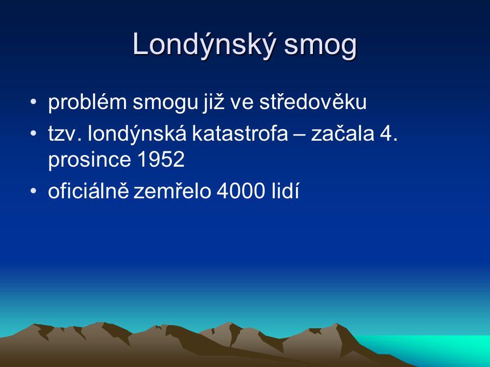 Fotochemický smog vzniká převážně v létě za silného slunečního záření tvořen hlavně z oxidů dusíku (NOx) a uhlovodíků (CxHy)
