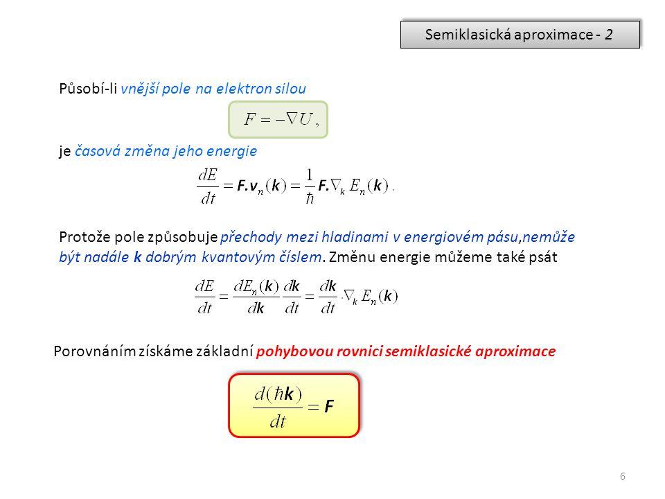6 Semiklasická aproximace - 2 Působí-li vnější pole na elektron silou je časová změna jeho energie Protože pole způsobuje přechody mezi hladinami v en