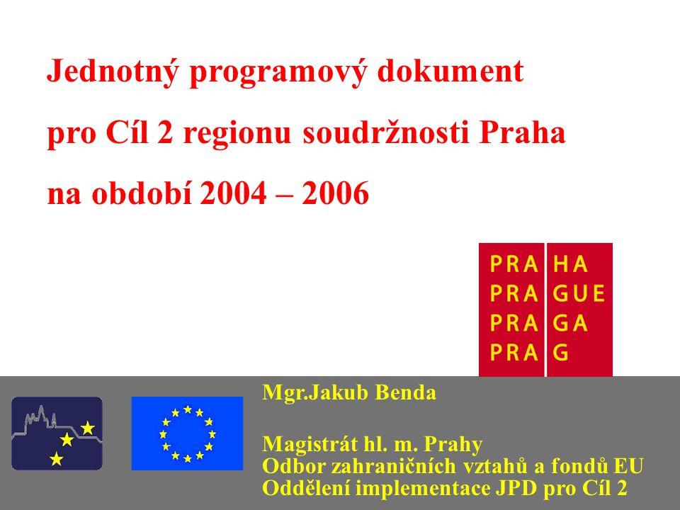 Jednotný programový dokument pro Cíl 2 regionu soudržnosti Praha Cíl 2 podpora ekonomické a sociální konverze strukturálně postižených oblastí určen regionům, které mají HDP na obyvatele vyšší než 75 % průměru EU a nejsou zahrnuty pod Cíl 1 program je spolufinancován ze strukturálního fondu - Evropského fondu regionálního rozvoje (ERDF) Jednotný programový dokument pro Cíl 2 www.praha-mesto.cz/jpd2