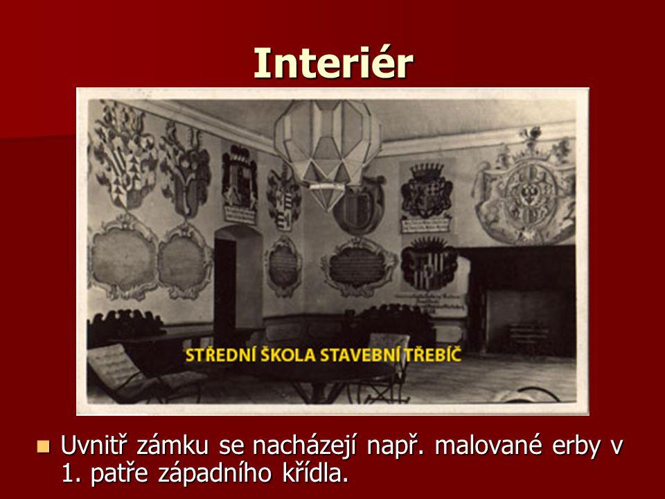 Interiér Uvnitř zámku se nacházejí např. malované erby v 1.