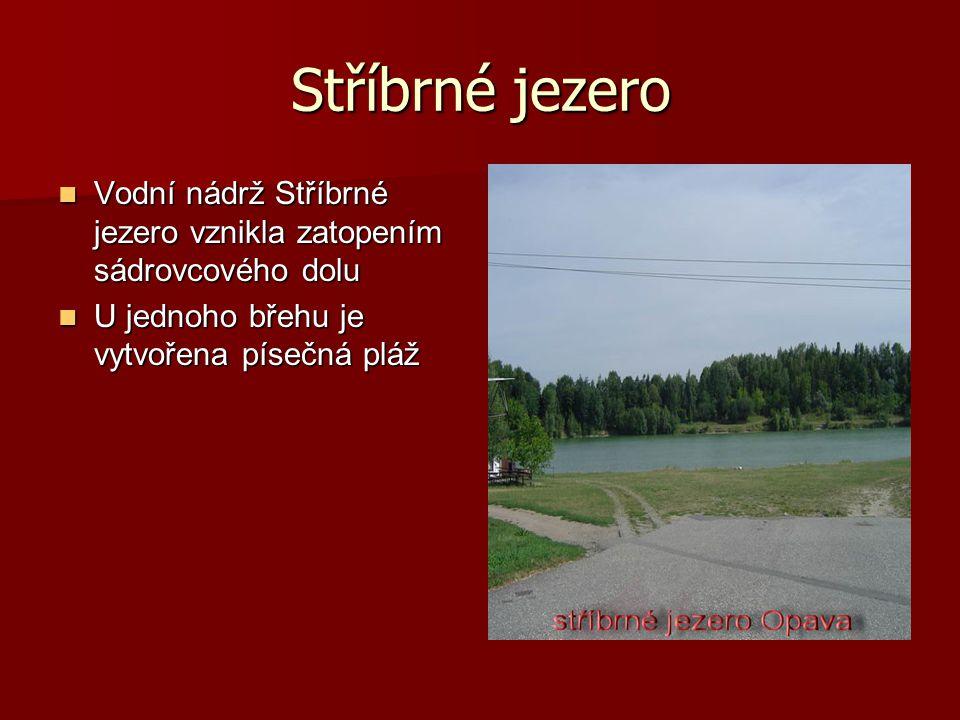 Stříbrné jezero Vodní nádrž Stříbrné jezero vznikla zatopením sádrovcového dolu Vodní nádrž Stříbrné jezero vznikla zatopením sádrovcového dolu U jednoho břehu je vytvořena písečná pláž U jednoho břehu je vytvořena písečná pláž