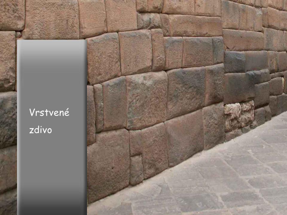Proslulý balvan v Machu Picchu má 32 ploch