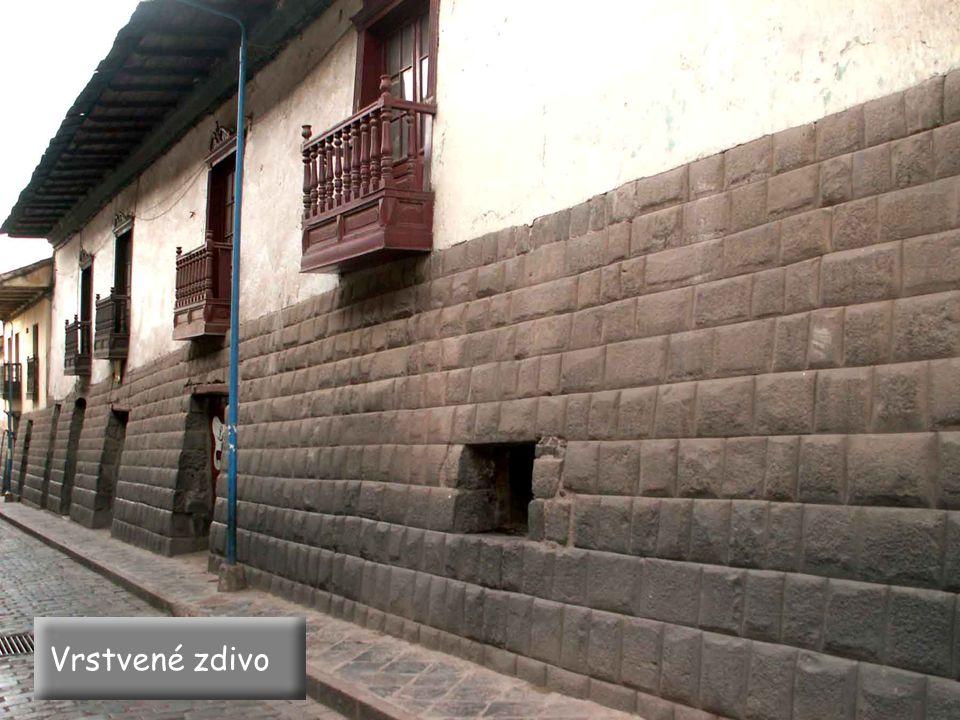 Cuzco – palác Inky zdivo z tvrdého andezitu