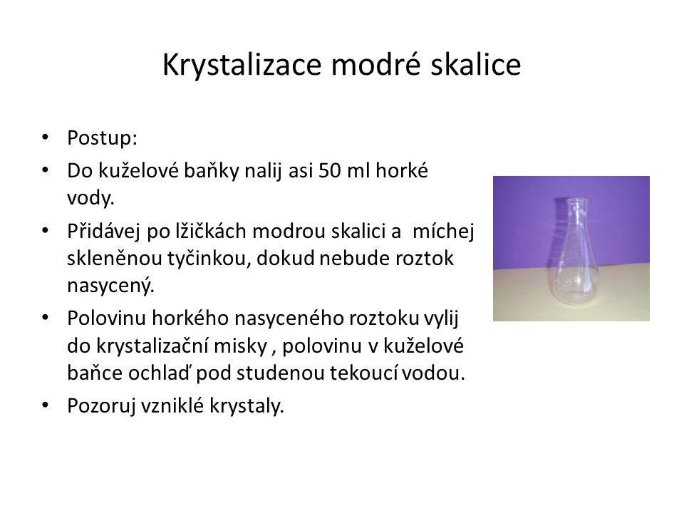Krystalizace modré skalice Postup: Do kuželové baňky nalij asi 50 ml horké vody.