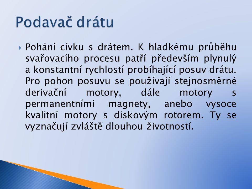  Pohání cívku s drátem. K hladkému průběhu svařovacího procesu patří především plynulý a konstantní rychlostí probíhající posuv drátu. Pro pohon posu