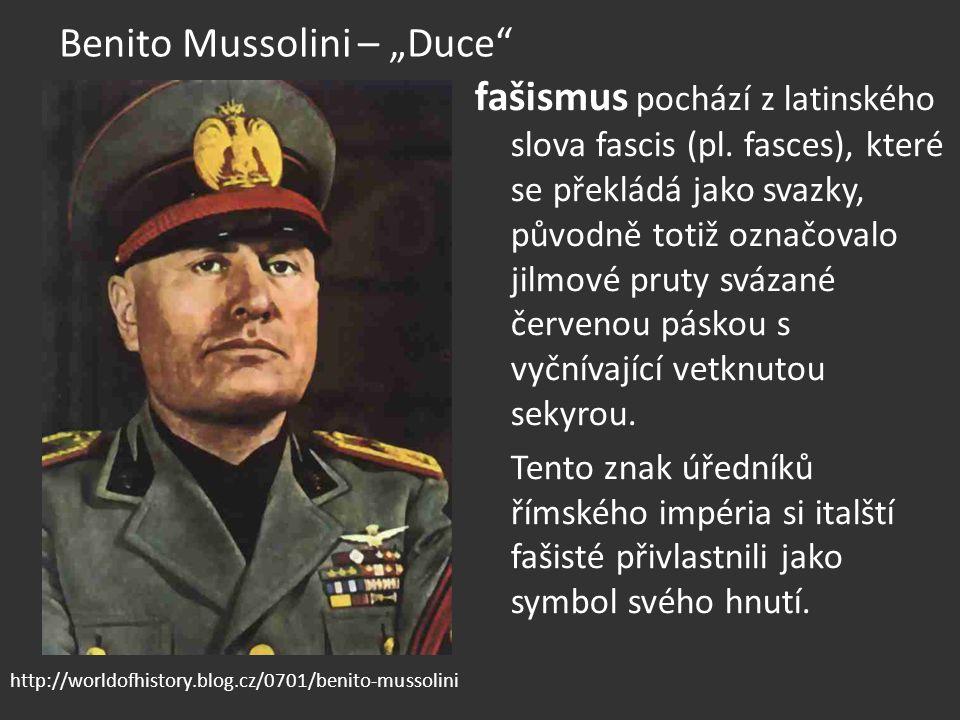 """Benito Mussolini – """"Duce"""" fašismus pochází z latinského slova fascis (pl. fasces), které se překládá jako svazky, původně totiž označovalo jilmové pru"""