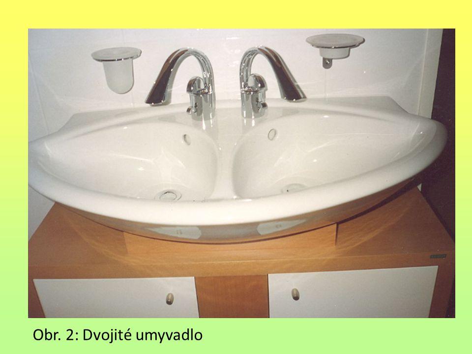 Obr. 3: Dvě samostatná umyvadla osazená v základové desce