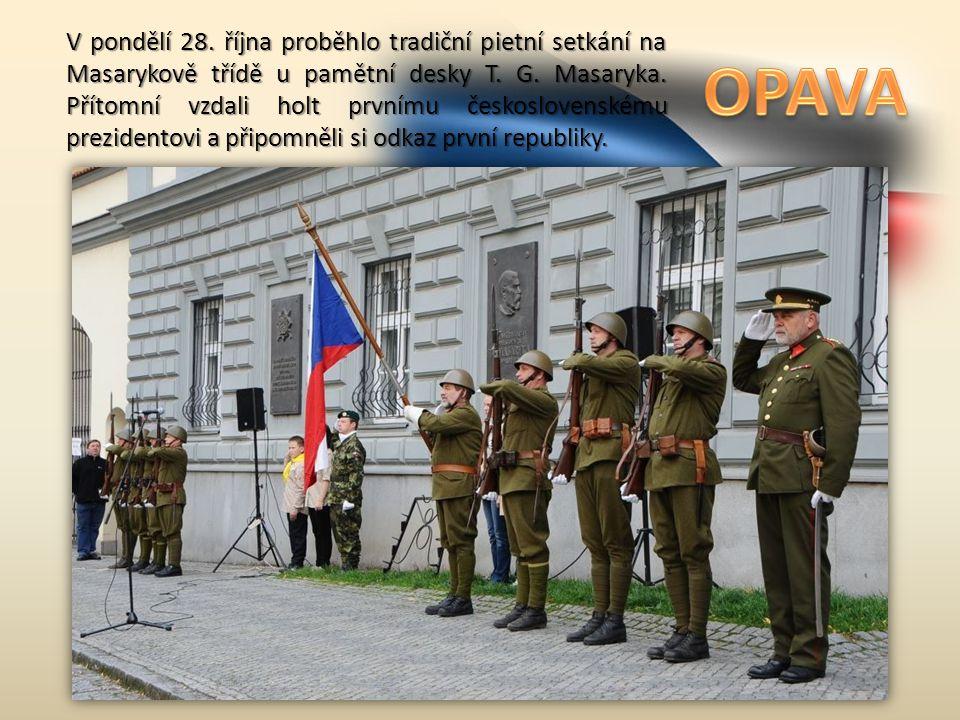 V pondělí 28. října proběhlo tradiční pietní setkání na Masarykově třídě u pamětní desky T.