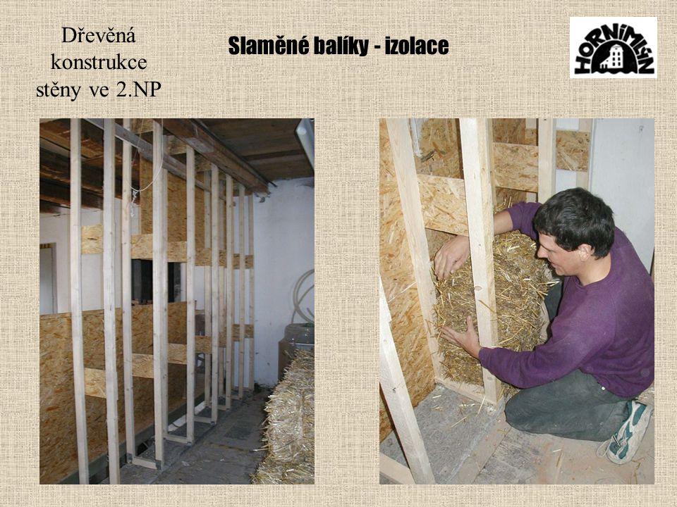 Slaměné balíky - izolace Dřevěná konstrukce stěny ve 2.NP