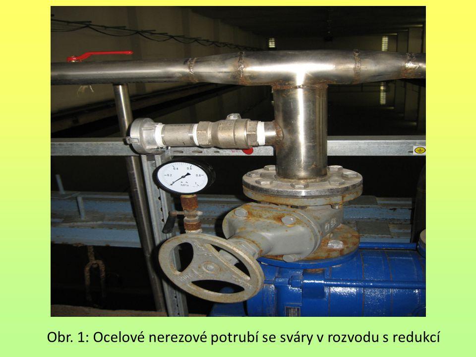 Obr. 1: Ocelové nerezové potrubí se sváry v rozvodu s redukcí