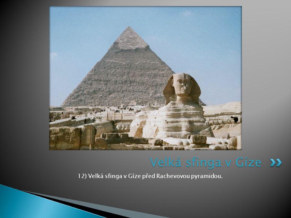 12) Velká sfinga v Gíze před Rachevovou pyramidou. Velká sfinga v Gíze