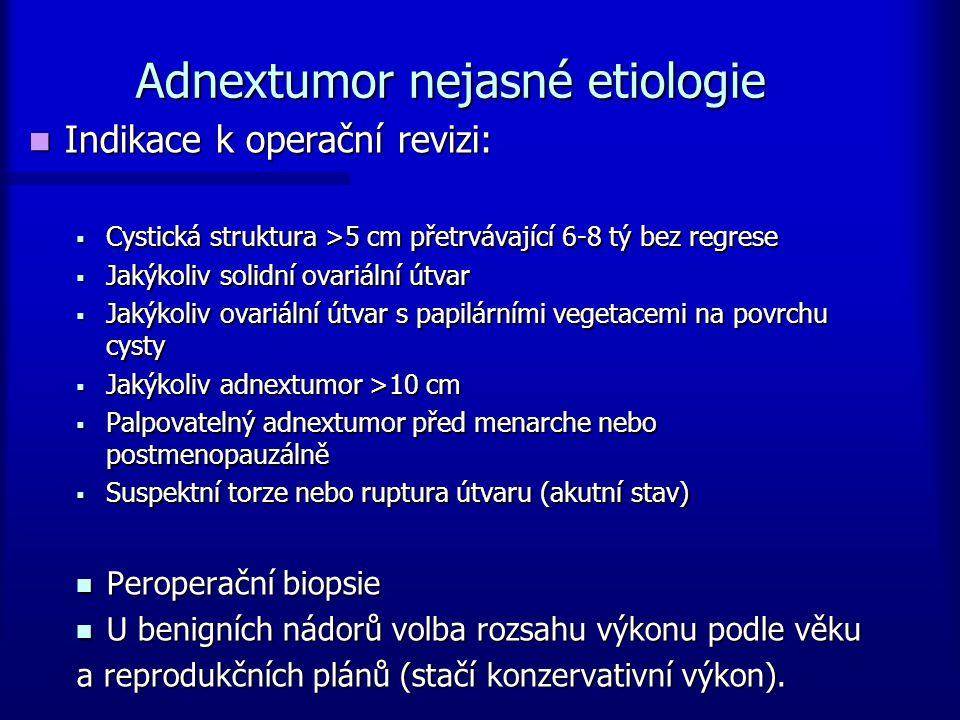 Adnextumor nejasné etiologie Indikace k operační revizi: Indikace k operační revizi:  Cystická struktura >5 cm přetrvávající 6-8 tý bez regrese  Jak