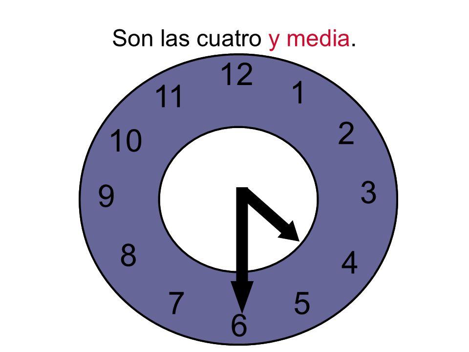 Son las cuatro y media.