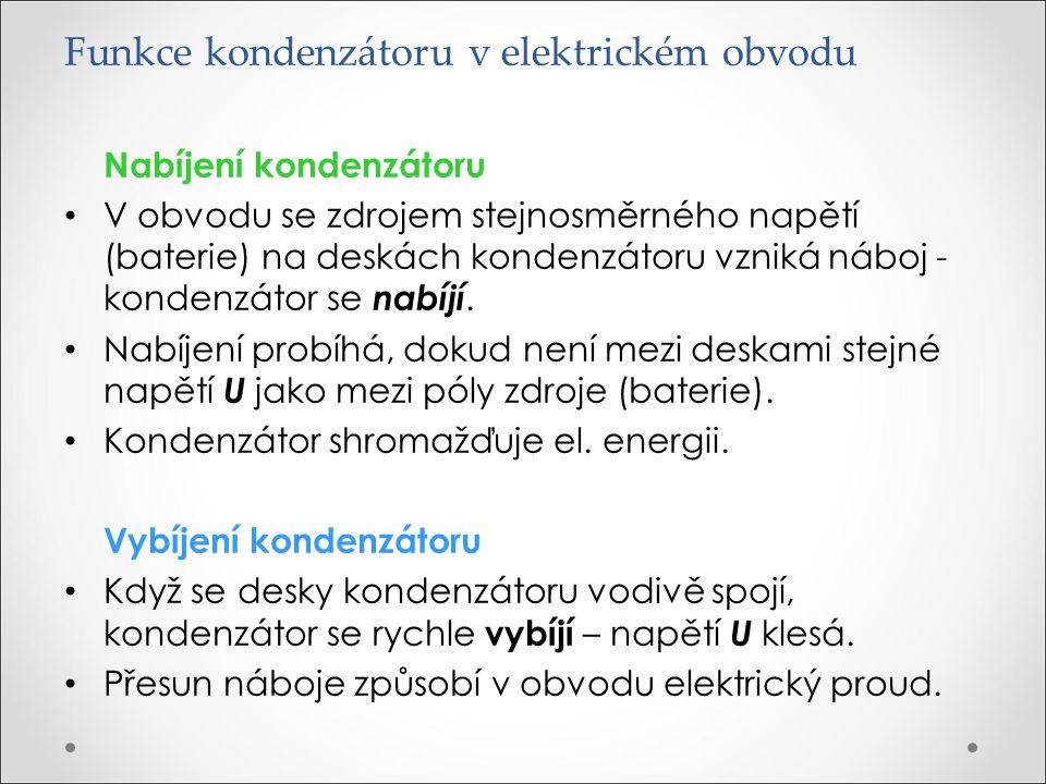 Funkce kondenzátoru v elektrickém obvodu Nabíjení kondenzátoru V obvodu se zdrojem stejnosměrného napětí (baterie) na deskách kondenzátoru vzniká nábo