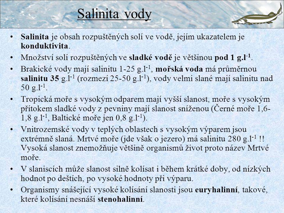 Salinita je obsah rozpuštěných solí ve vodě, jejím ukazatelem je konduktivita.