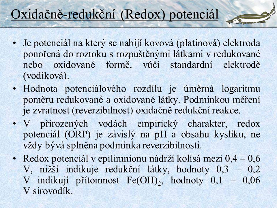 Oxidačně-redukční (Redox) potenciál Je potenciál na který se nabíjí kovová (platinová) elektroda ponořená do roztoku s rozpuštěnými látkami v redukované nebo oxidované formě, vůči standardní elektrodě (vodíková).