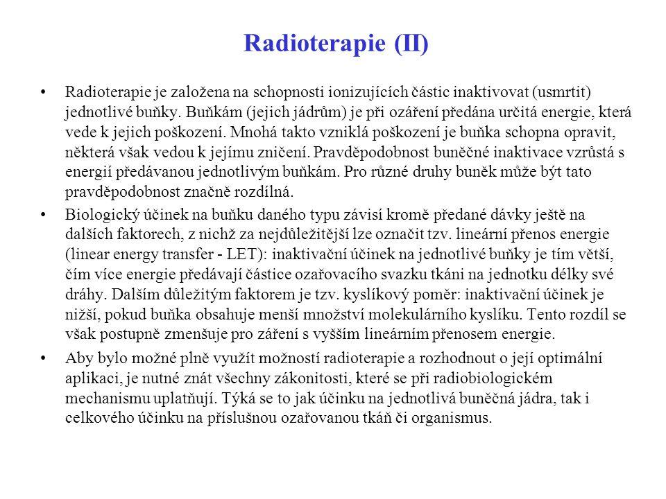 Radioterapie (II) Radioterapie je založena na schopnosti ionizujících částic inaktivovat (usmrtit) jednotlivé buňky. Buňkám (jejich jádrům) je při ozá