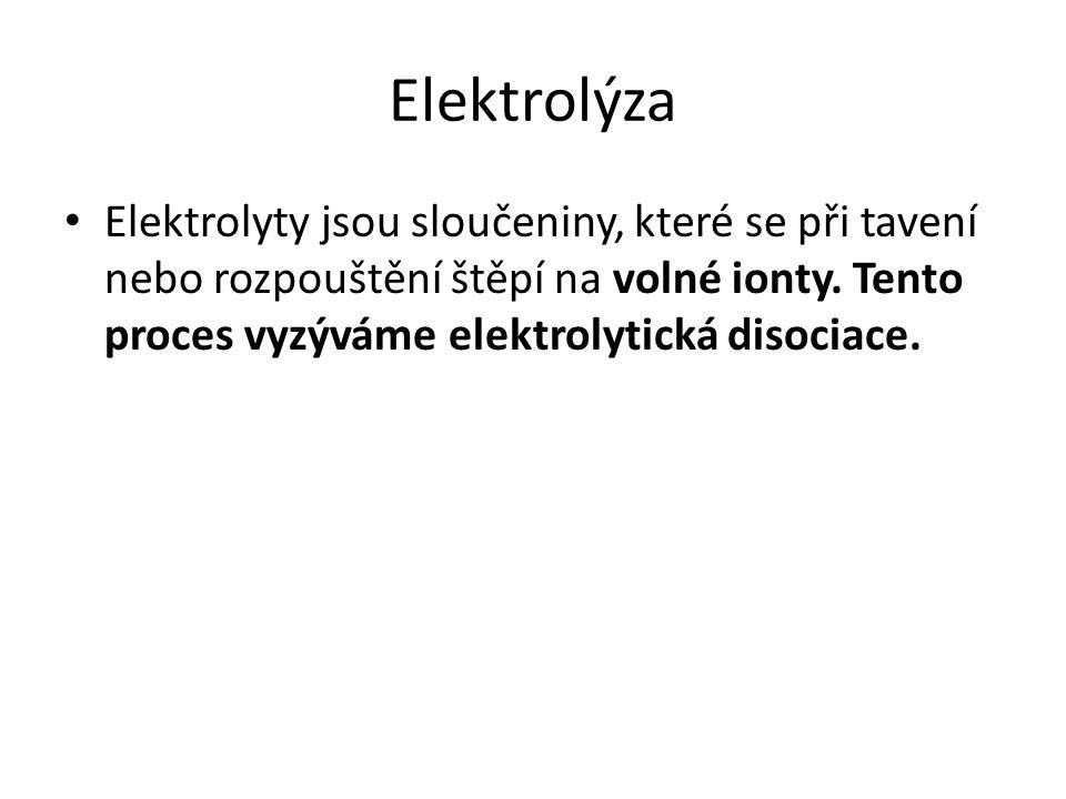 Elektrolýza Elektrolyty jsou sloučeniny, které se při tavení nebo rozpouštění štěpí na volné ionty. Tento proces vyzýváme elektrolytická disociace.
