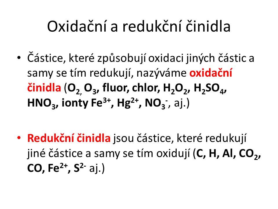 Oxidační a redukční činidla Částice, které způsobují oxidaci jiných částic a samy se tím redukují, nazýváme oxidační činidla (O 2, O 3, fluor, chlor,