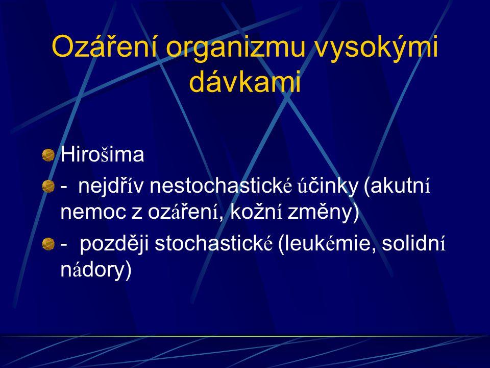 Ozáření organizmu vysokými dávkami Hiro š ima - nejdř í v nestochastick é ú činky (akutn í nemoc z oz á řen í, kožn í změny) - později stochastick é (leuk é mie, solidn í n á dory)