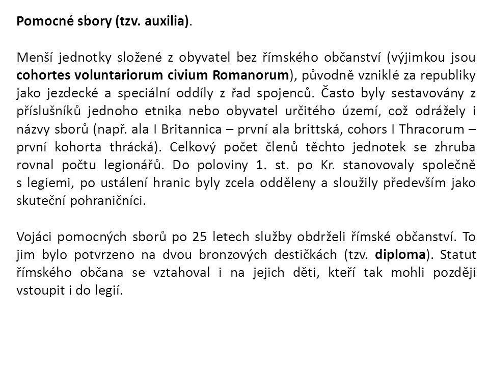 Pomocné sbory (tzv. auxilia). Menší jednotky složené z obyvatel bez římského občanství (výjimkou jsou cohortes voluntariorum civium Romanorum), původn