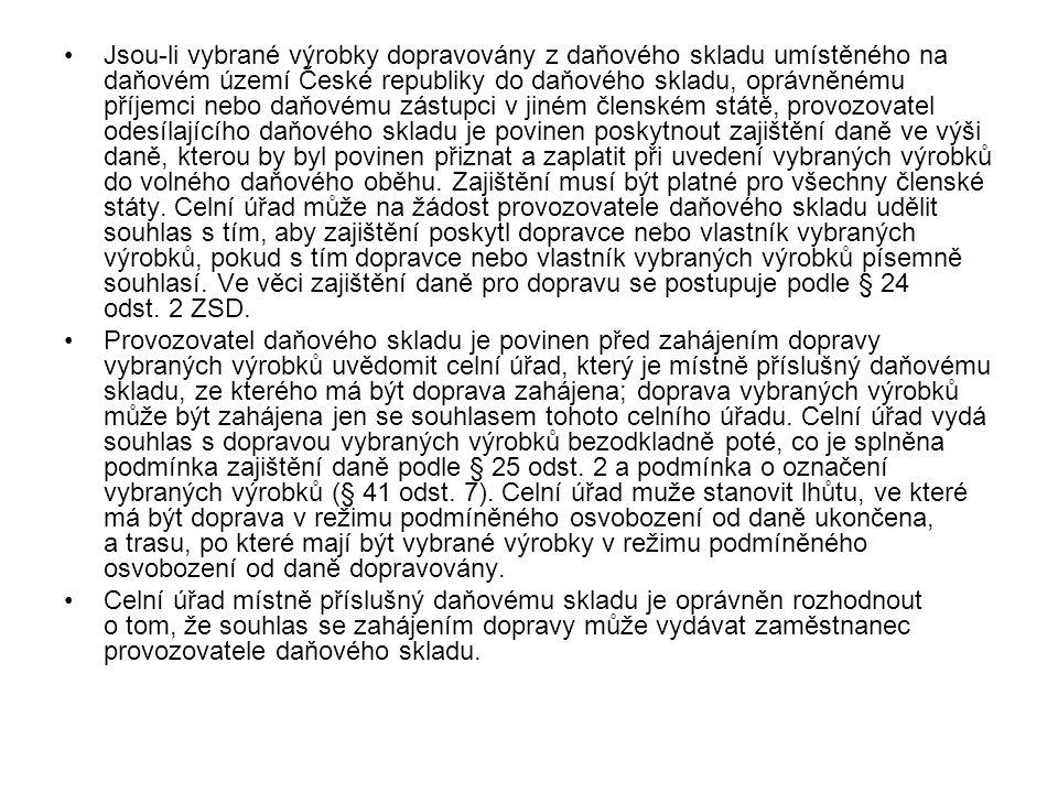 Jsou-li vybrané výrobky dopravovány z daňového skladu umístěného na daňovém území České republiky do daňového skladu, oprávněnému příjemci nebo daňové