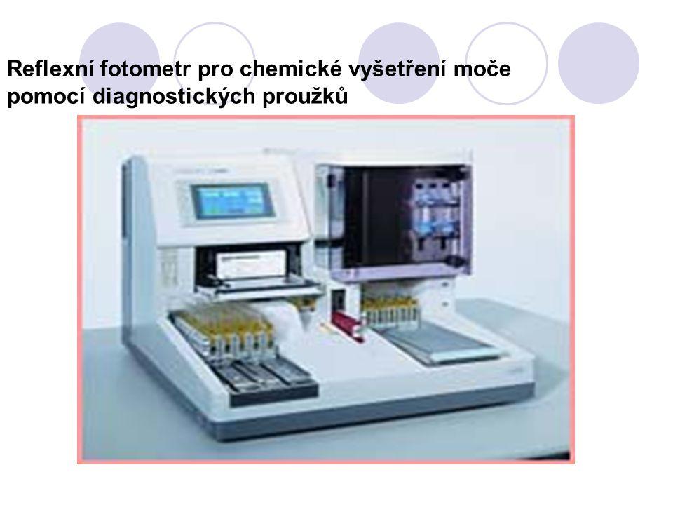 Reflexní fotometr pro chemické vyšetření moče pomocí diagnostických proužků