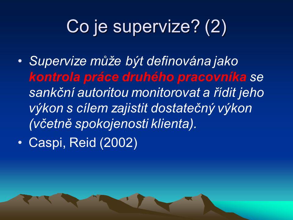 Co je supervize? (2) Supervize může být definována jako kontrola práce druhého pracovníka se sankční autoritou monitorovat a řídit jeho výkon s cílem
